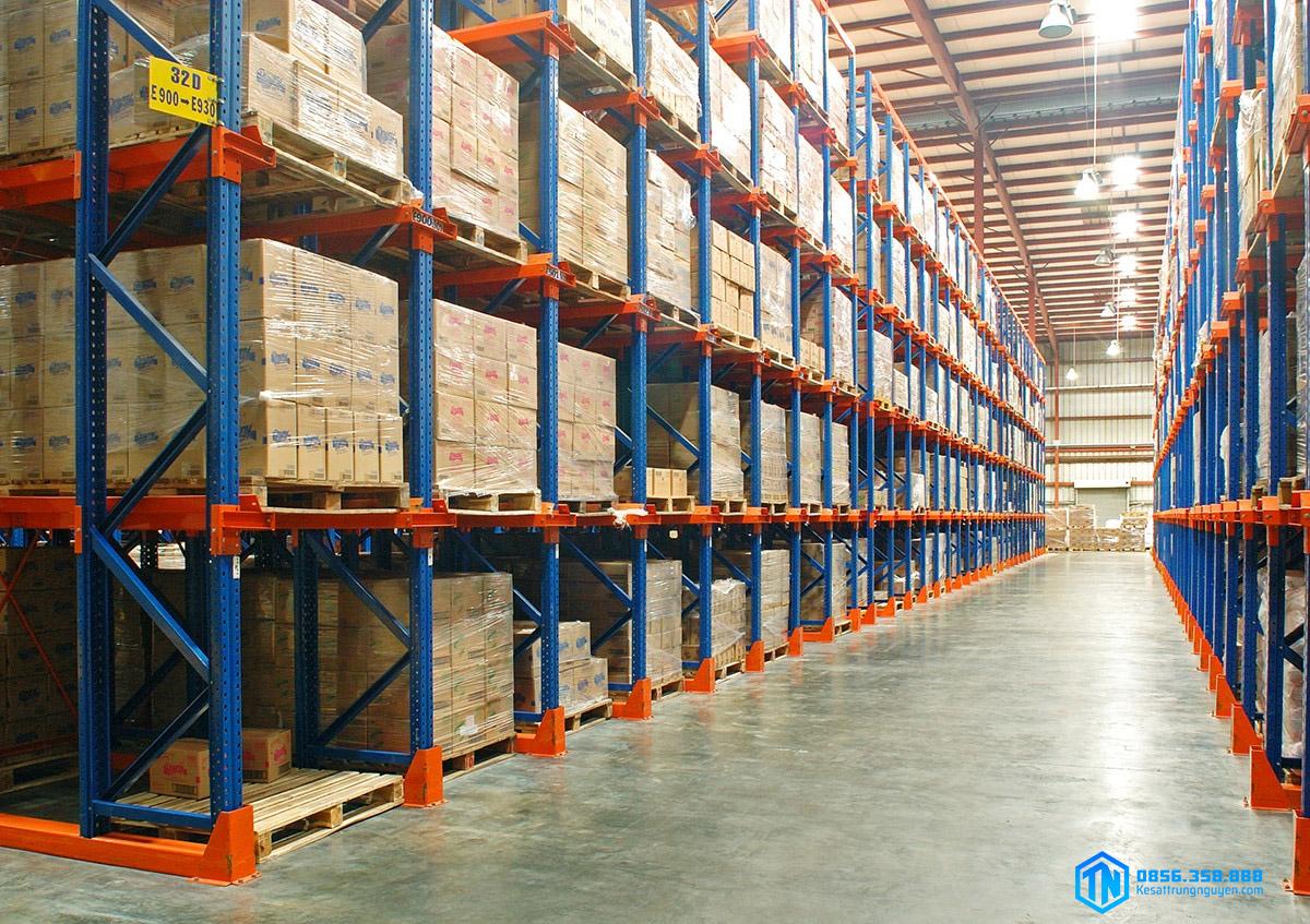 Kệ kho hàng giúp lưu trữ hàng hóa cho doanh nghiệp